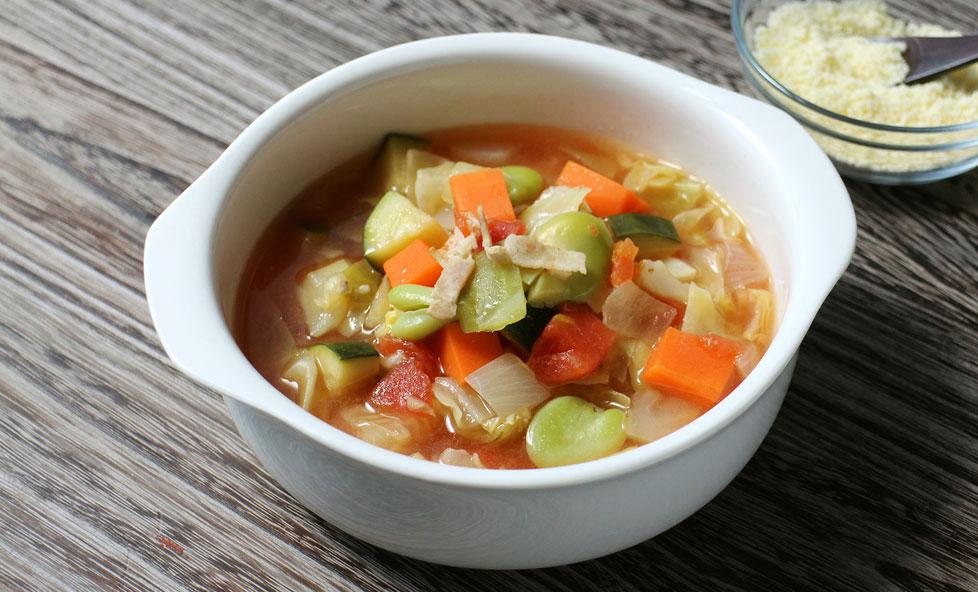 季節の変わり目にも ほっと温まる野菜たっぷり塩麹ミネストローネ