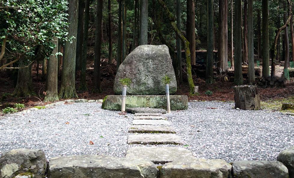 日本で唯一!発酵を助ける菌を供養する「菌塚」に行ってみよう!