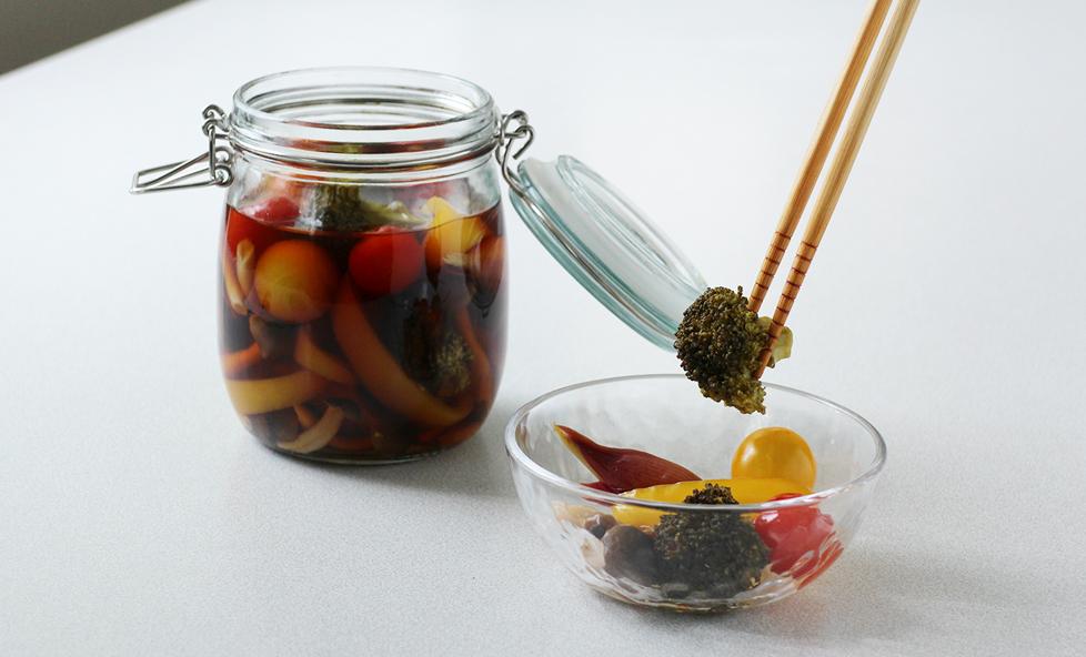 さっぱりおいしい!「彩り野菜の醤油ピクルス」の作り方