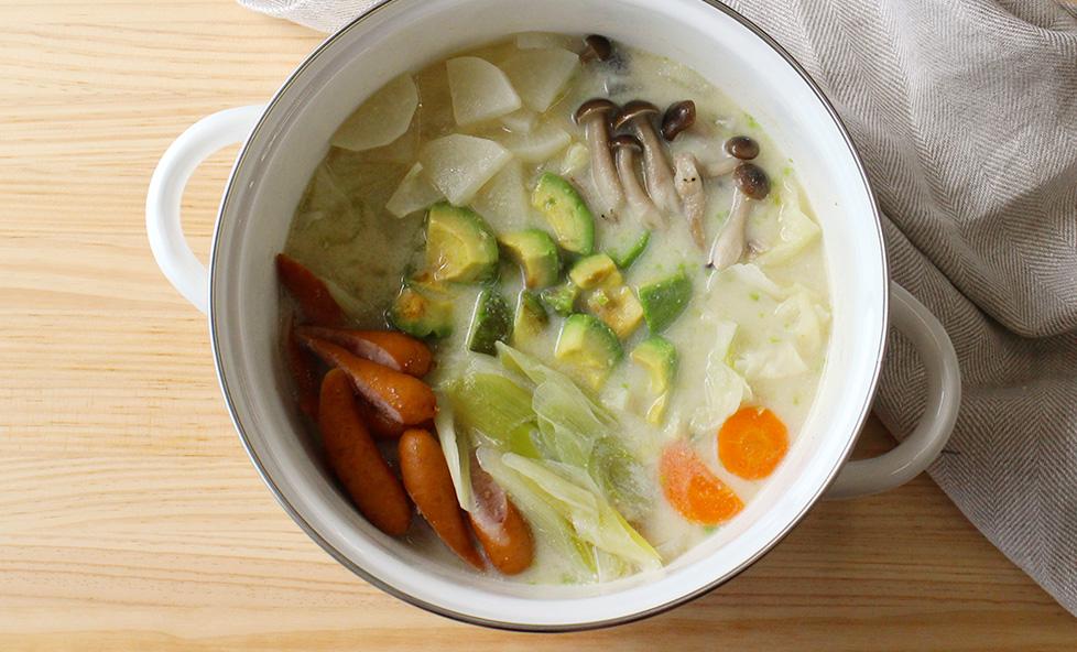 体がぽかぽか温まる クリーミーなスープが美味しい「白みそ豆乳鍋」