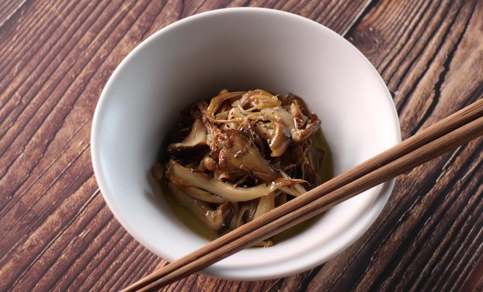 作り置きで菌活◎発酵食品で常備菜「きのこの塩麹オイル漬け」